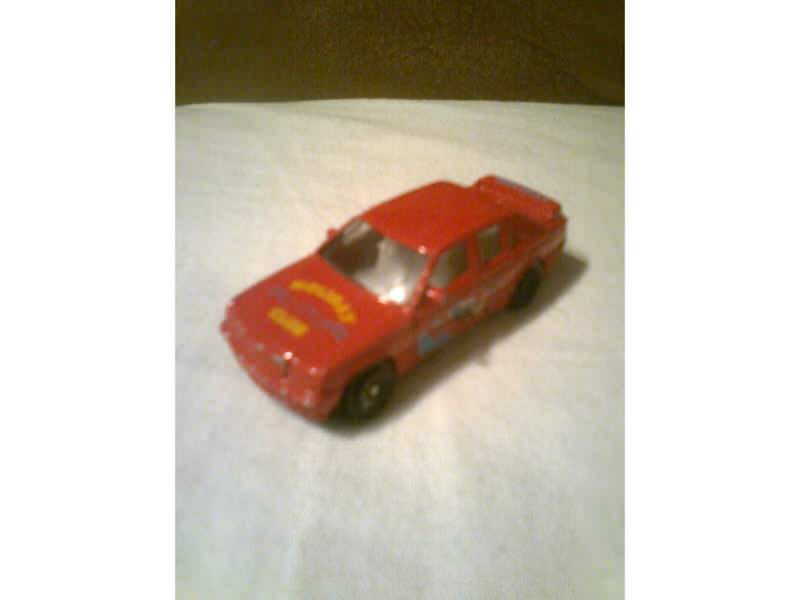auto sa natpisom Holiday Club