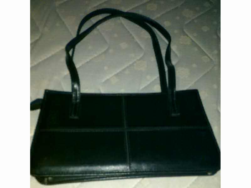 crna zenska elegantna torbica