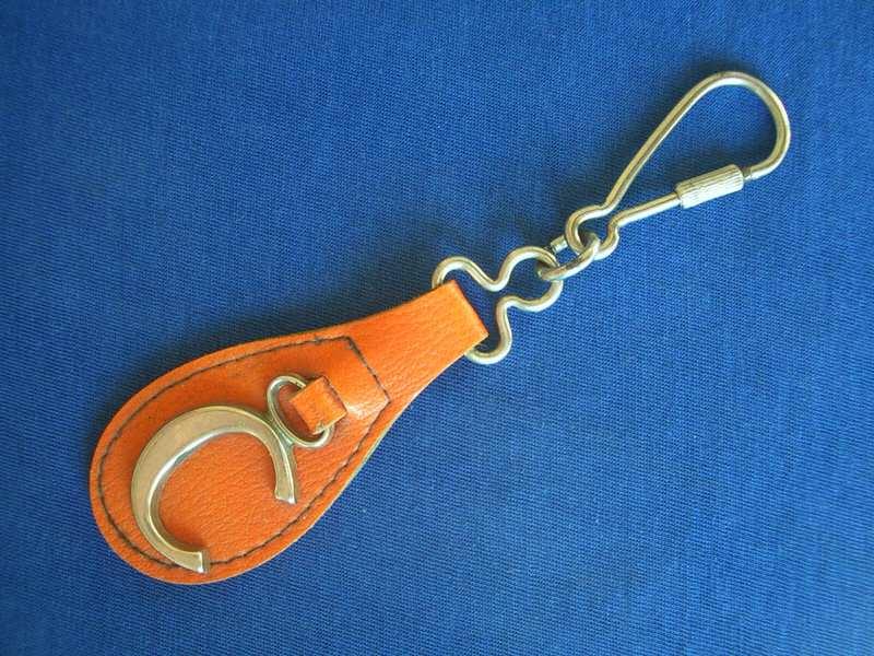 privezak za ključeve, slovo S ili C
