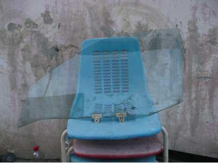 staklo prednje levo - vozacevo za nissan sunny