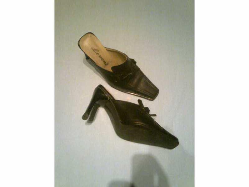 ženska papuča marke LEVENT